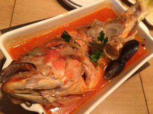 丸ごと鮮魚のアクアパッツァ