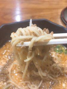 温かい担々麺の麵