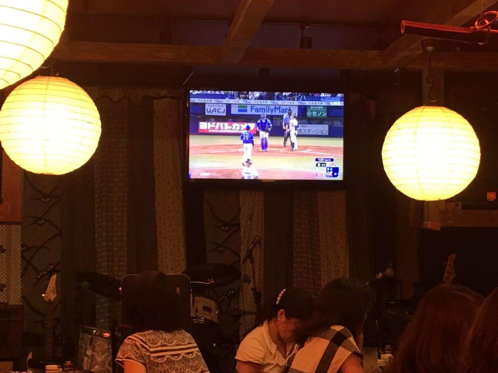 店内で野球観戦