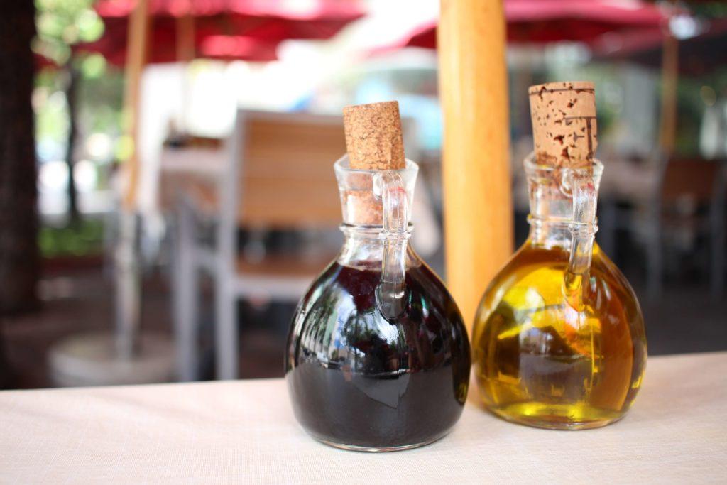 オリーブオイルやバルサミコ酢
