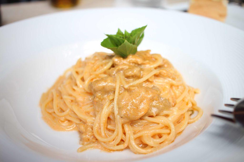 たっぷり生ウニとクリームソースのスパゲティ