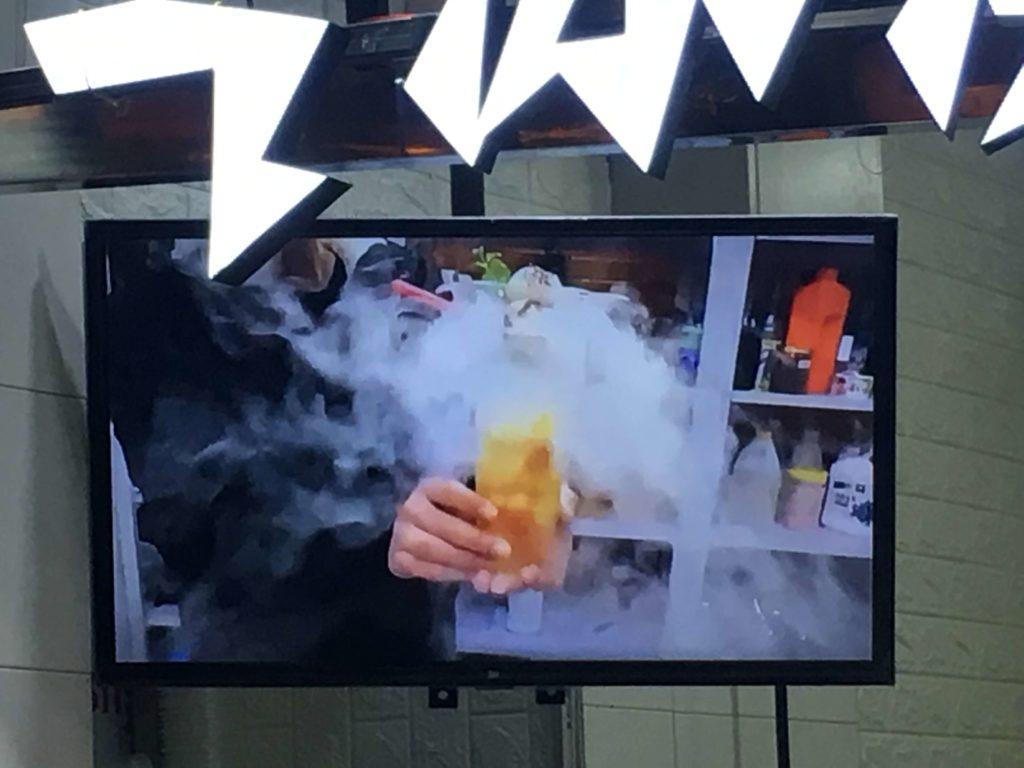 煙の出るアイスが紹介