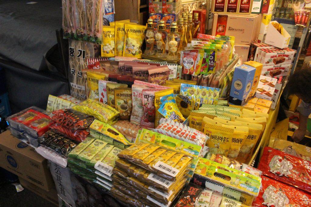 お菓子などのお土産の屋台