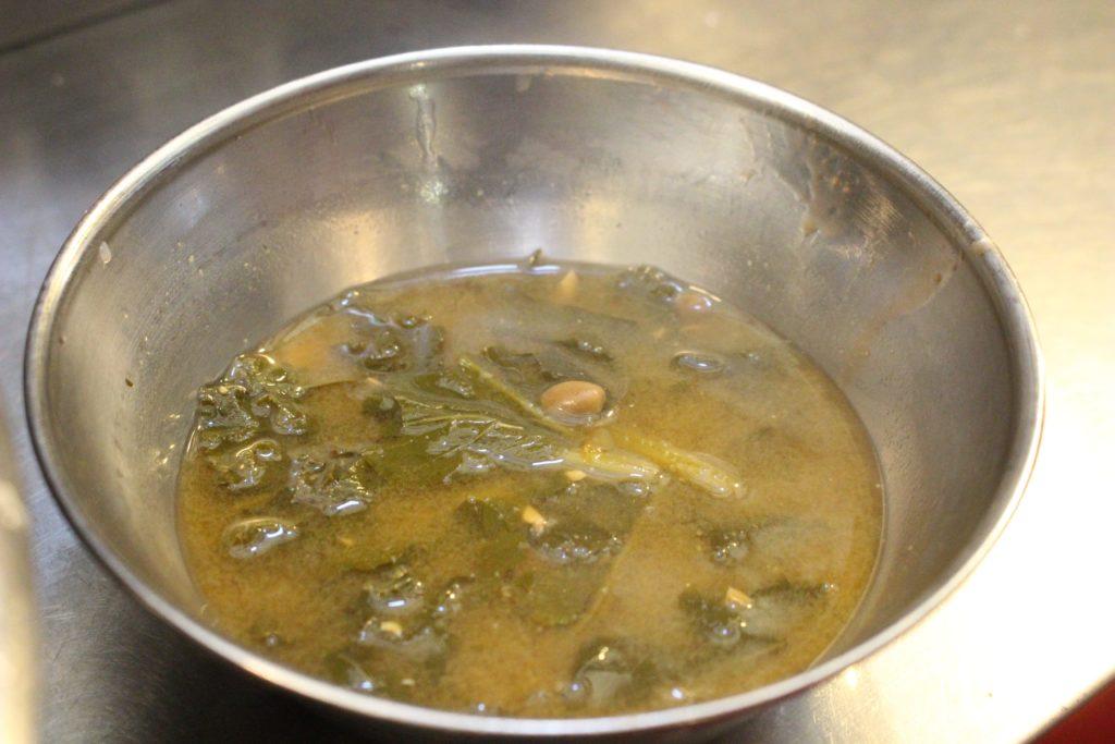 付いているスープ