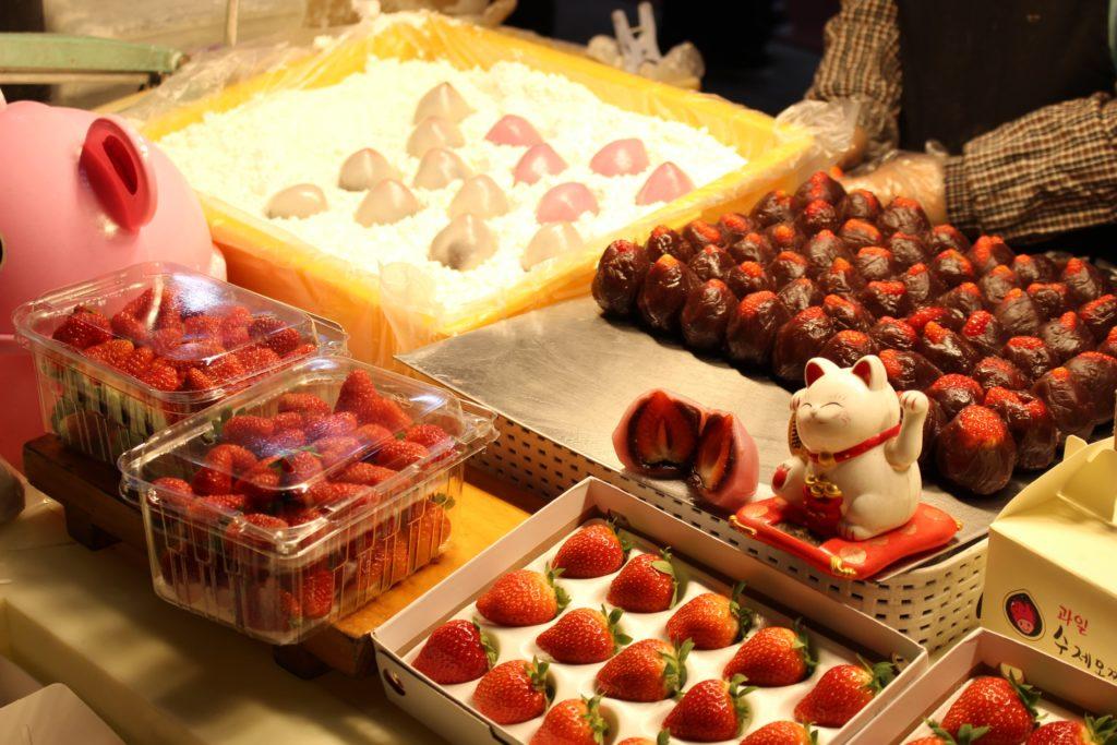 【明洞屋台】イチゴのチョコレートコーティング