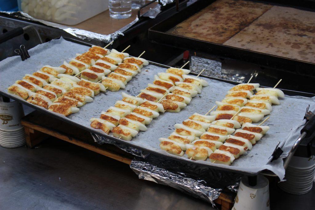 【明洞屋台】チーズとトッポギの串_01